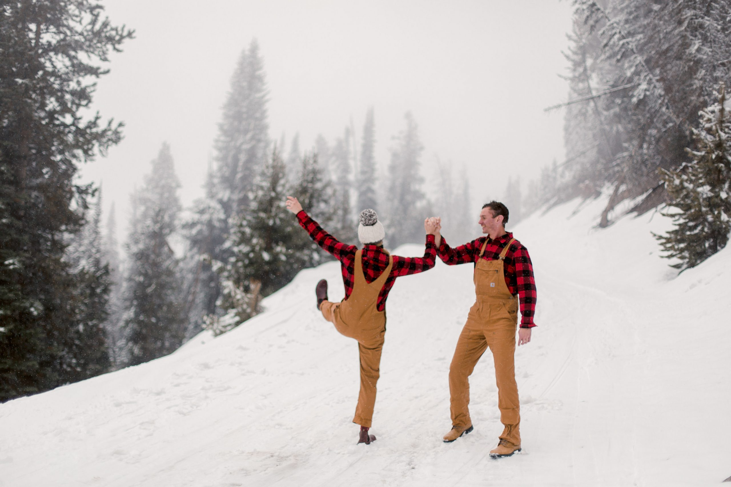 engagement photography couple snow